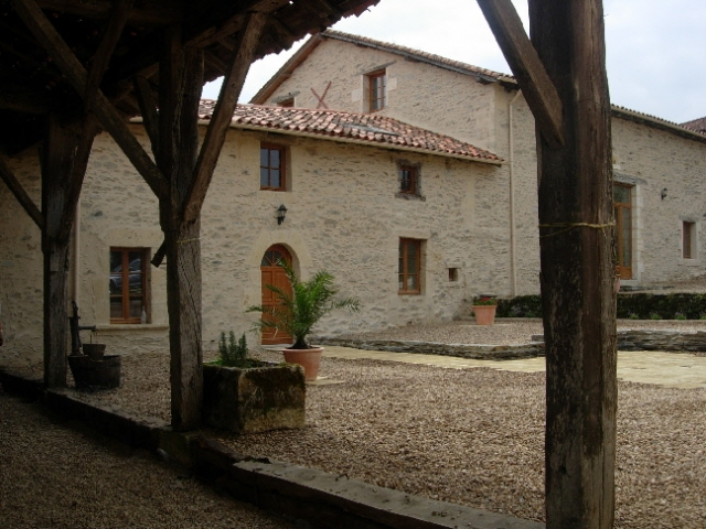 cottage_front_20100613_1393203690.jpg