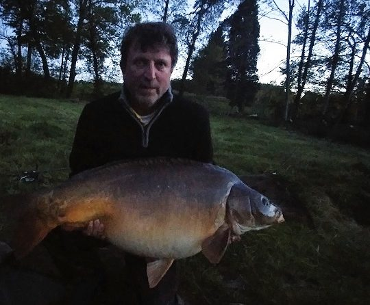 https://www.puyravaudcarp.com/wp-content/uploads/2016/09/Ross-Burgess-53lb-8oz-Kingfisher-Lake-record-659582-540x446.jpg